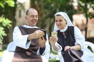 szerzetes testvér és nővér