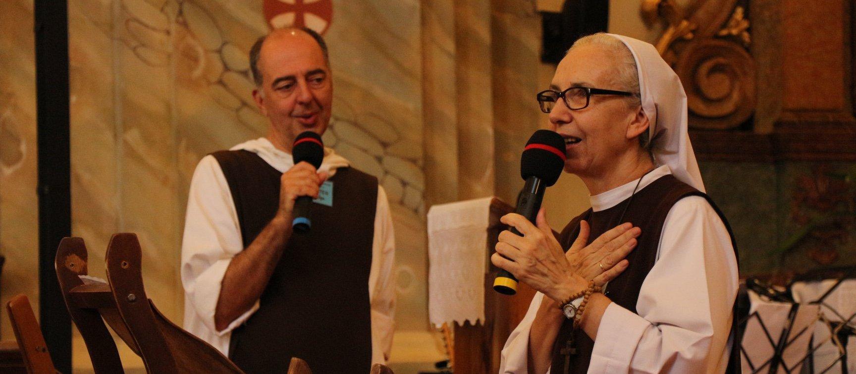 két szerzetes előadás